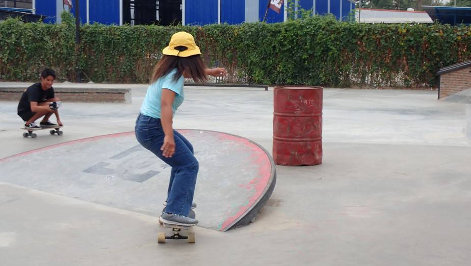 Surfskate: How to Turn in Sharp Corner? 1