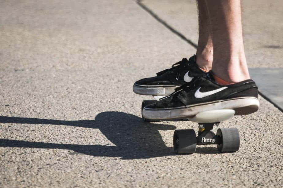 Learn How to Ride a Penny Board Easily & Effortlessly (TIPS) 1
