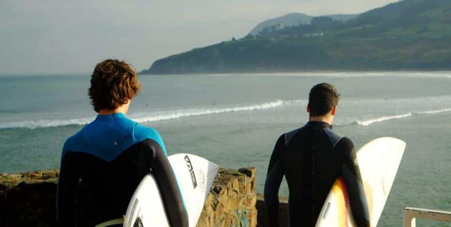 Which Type of Waves is Best for Twin Fin Surfboard? 2