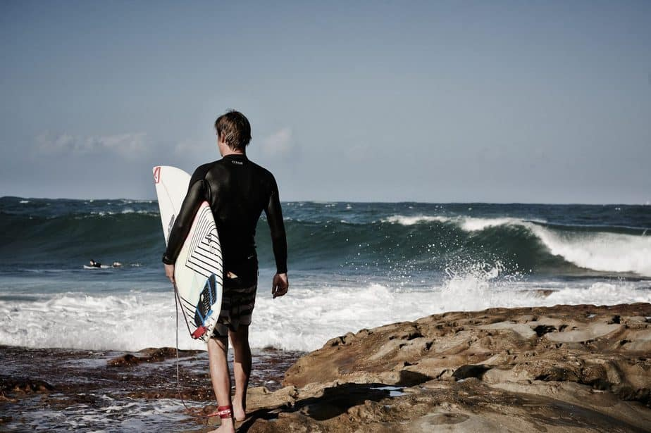 Best Knee Brace for Surfing Now You Can Surf With No Pain 1