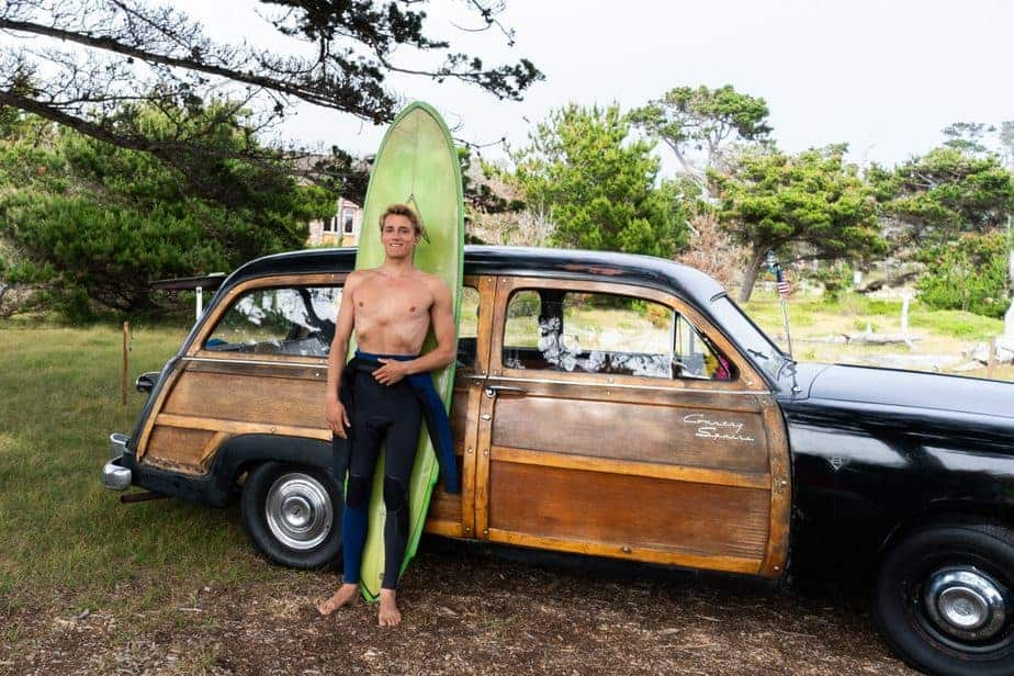 An Old School Surfing Guide for a Retro Surfboard 1