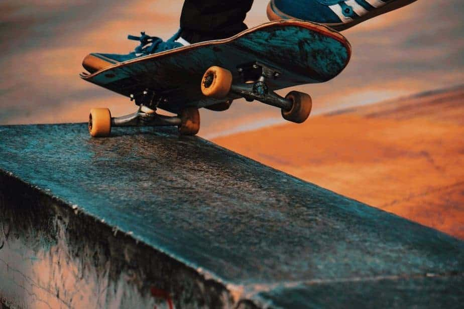 Finding Out What's Best for You Skateboard vs. Longboard 1