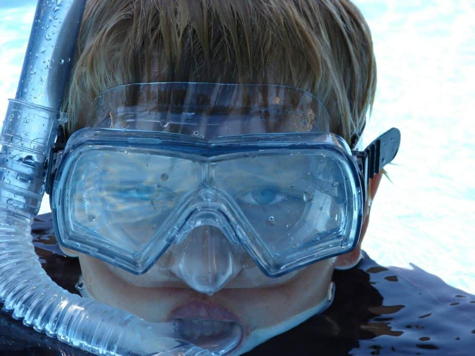 woman wearing white and blue goggles